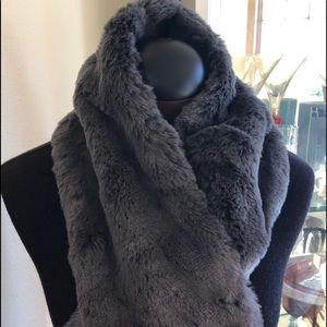 Ann Taylor Accessories - NWT Ann Taylor Faux Fur Grey Scarf